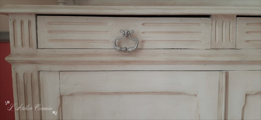 Détail du tiroir poignée couleur alu