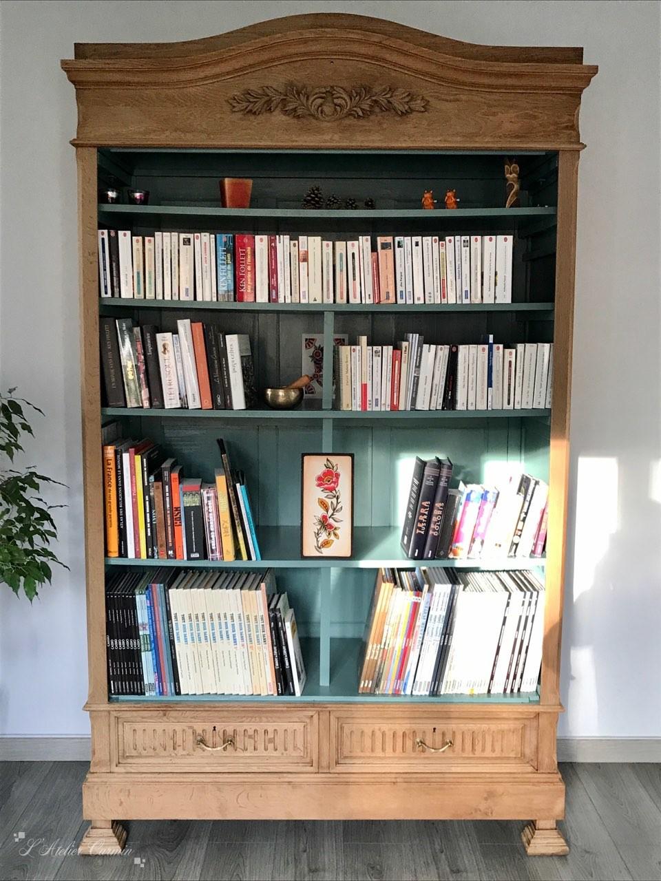 Armoire transformée en bibliothèque